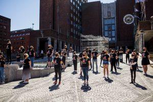 Bilde av streikemarkering ved Oslo rådhus i dag